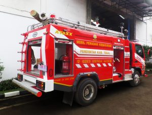 mobil pemadam kebakaran 3000 liter